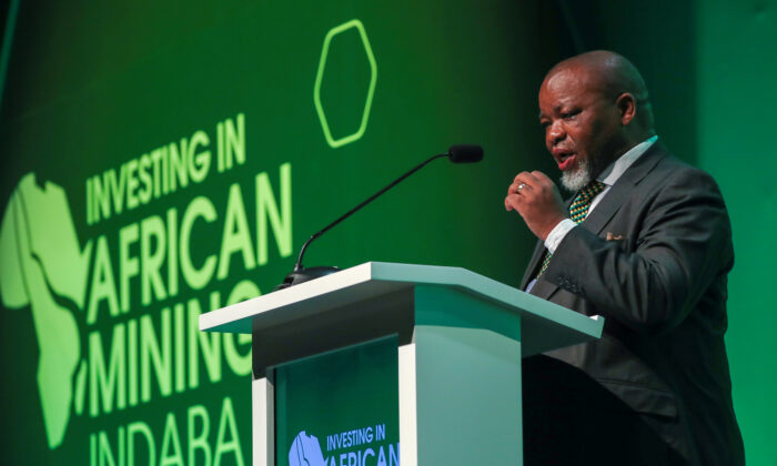 South African Minister of Mineral Resources Gwede Mantashe speaks at the 2020 Investing in African Mining Indaba conference in Cape Town, South Africa, on Feb. 3, 2020. (Mike Hutchings/Reuters)