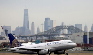 United Airlines Posts Smaller Loss, Sees Recovery From Pandemic Gaining Traction