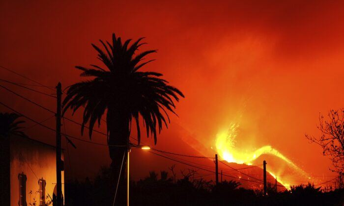A volcano continues to spew out lava on the Canary island of La Palma, Spain, on Oct. 10, 2021. (Daniel Roca/AP Photo)