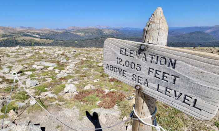 A panoramic view rewards those willing to climb beyond the Alpine Trail Center on Trail Ridge Road in Rocky Mountain National Park. (Jim Farber)