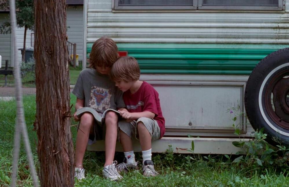 two boys looking at magazine in Boyhood