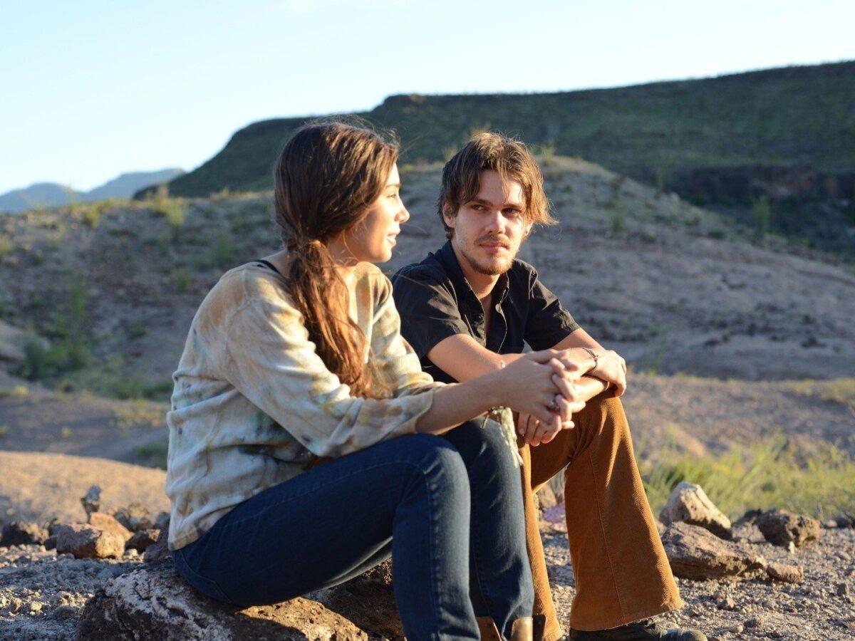 boy and girl sit on rocks in BOYHOOD