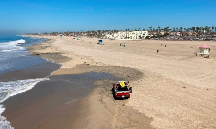 Few people visit the beach a week after the ocean was closed to surfing and swimming due to an offshore pipeline leak in Huntington Beach, Calif., on Oct. 10, 2021. (Amy Taxin/AP Photo)