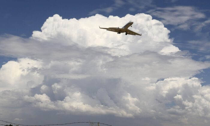 A privet jet comes in for a landing at the Van Nuys airport in the high desert area of Los Angeles County, Calif., on July 30, 2015. (Gene Blevins/Reuters)