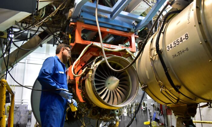 An aircraft engine is being tested at Honeywell Aerospace in Phoenix, Ariz., on Sept. 6, 2016. (Alwyn Scott/Reuters)