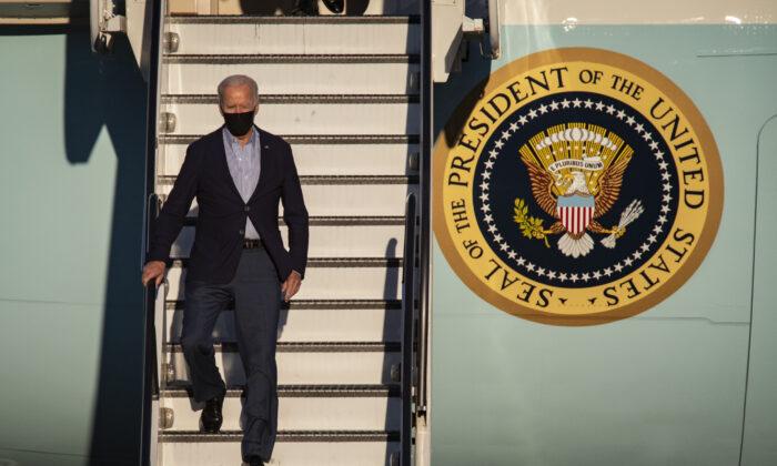 President Joe Biden lands at Long Beach Airport with California Gov. Gavin Newsom in Long Beach, Calif., on Sept. 13, 2021. (John Fredricks/The Epoch Times)