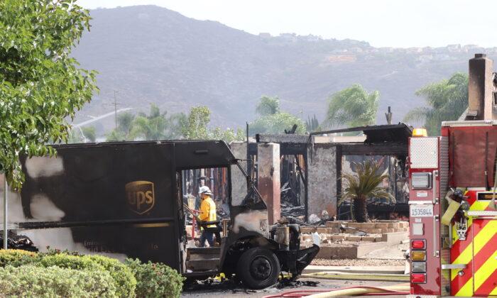 A twin-engine plane crashed in a residential neighborhood in Santee, Calif., Oct. 11. (Tina Deng/  Pezou)