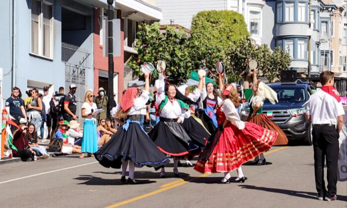 Parade participants in traditional Italian outfits dance during the Italian Heritage Parade in San Francisco, Calif., on Oct. 10, 2021. (Cynthia Cai/The Epoch Times)
