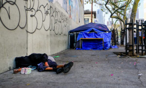 Los Angeles City Council Votes to Enforce Ban on Homeless Encampments in 3 Districts
