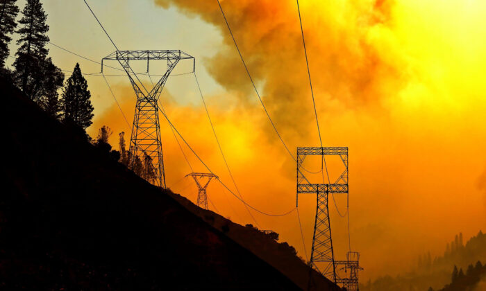 Utility companies are shutting off power to help prevent wildfires in some areas of California this week. (Carolyn Cole/Los Angeles Times/TNS)