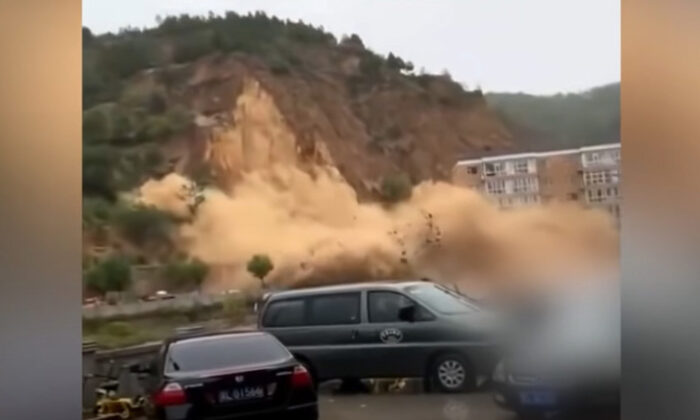 Video screenshot of a landslide that happened in Jingpo Village, Pu County, Linfen City, Shanxi Province on Oct. 5, 2021. (Shawn Lin/The Epoch Times)
