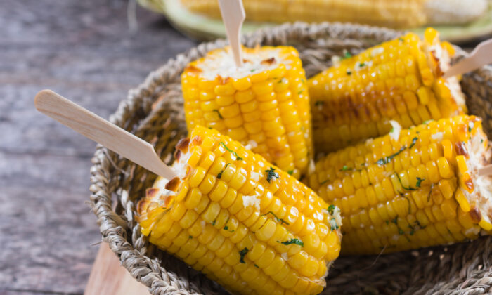Try these reader tips for perfect corn on—or off—the cob every time. (kolokoso/Shutterstock)