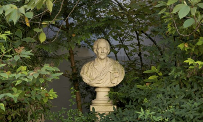 A stone bust of Montesquieu by French sculptor Felix Lecomte (1737-1817) hidden under the foliage of the square Honoré-Champion in Paris. (Jebulon via Wikimedia Commons/CC0 1.0)