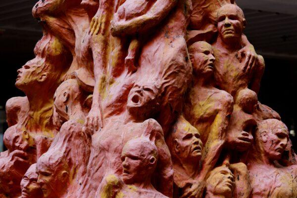 Tiananmen statue