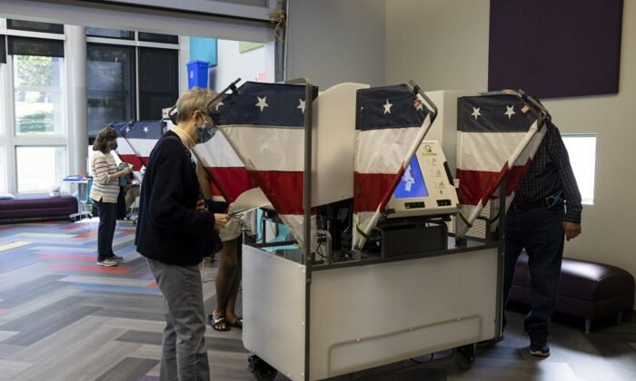 Voters cast their ballots during early voting at a Nashville Public Library building in Nashville, Tenn., on Oct. 14, 2020. (Brett Carlsen/Getty Images)
