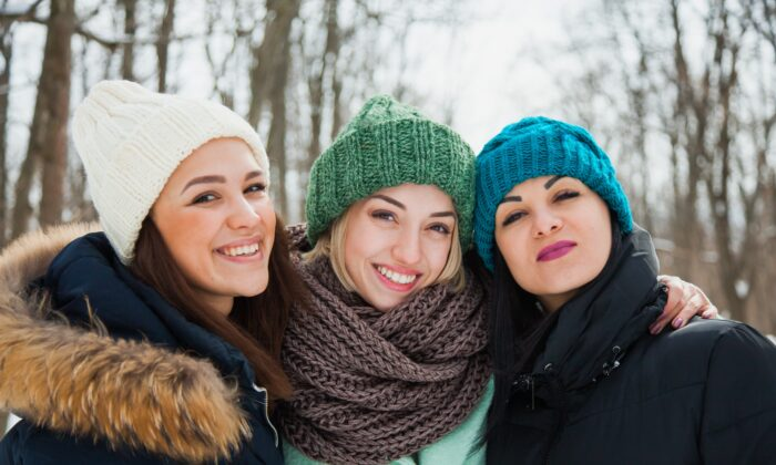 A thick, cozy scarf is a healthful addition to your fall/winter wardrobe. (klyots/Shutterstock)
