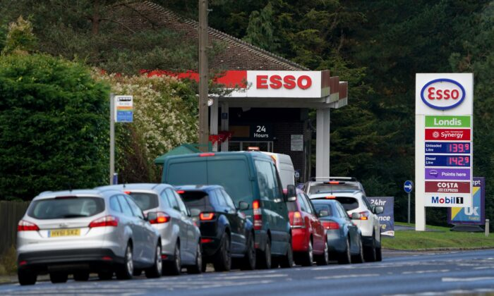Motorists queue for fuel at an Esso petrol station in Ashford, Kent, England, on Oct. 4, 2021. (Gareth Fuller/PA)