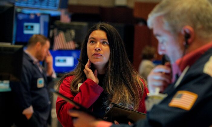 Traders work on the floor of the New York Stock Exchange (NYSE) in New York City on Oct. 13, 2021. (Brendan McDermid/Reuters)