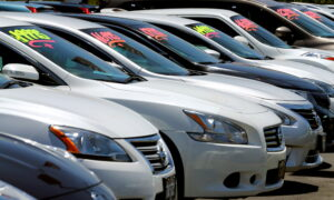 US Business Inventories Rise Solidly, but Auto Stocks Fall