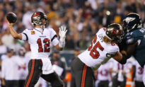 Tom Brady Throws 2 Touchdown Passes, Buccaneers Beat Eagles 28–22