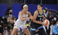 Chicago Sky 'Lit Up' the Phoenix Mercury With a Blowout in Game 3