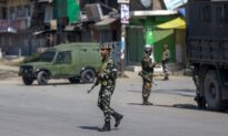 6 Fighters, 2 Workers Killed in Violence in Kashmir