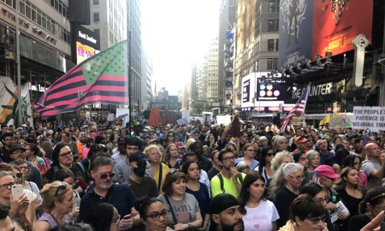 Thousands Protest Against Vaccine Mandates at 'NYC Broadway Rally for Freedom'