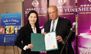 Worcester Mayor Gives Special Welcome to Shen Yun, Says Artists 'Follow a Noble Tradition'