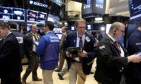 Wall Street Falls on Slowing China Growth, Inflation Worries