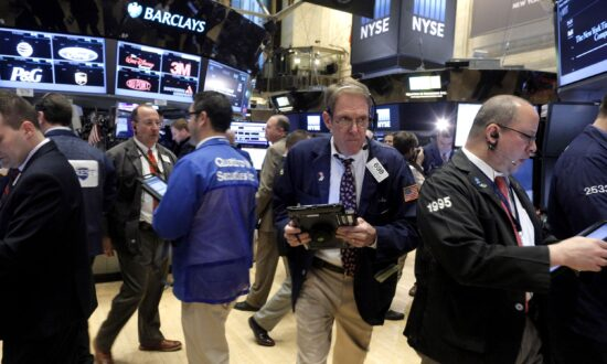 Futures Edge Lower Ahead of Earnings, Inflation Worries Persist