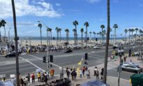 Hundreds Rally Against Student COVID-19 Vaccine Mandate in Huntington Beach