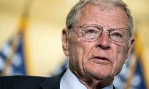 Top Republican Senator Calls on Pentagon to Suspend COVID-19 Vaccine Mandate