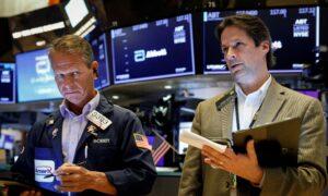 Wall Street Rises as Earnings Whip Up Risk Appetite