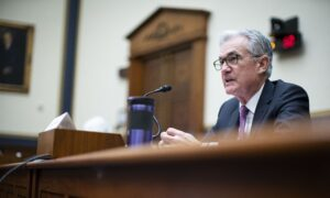 Powell Says Inflation Risks Rising, but Fed Can Be 'Patient'