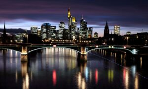 Euro Zone Business Growth Slowed in October, Prices Soared: PMIs