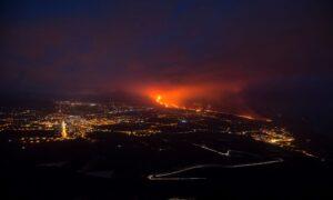 Spanish Volcano More Active, Spews 'Giant Lava Fountain'
