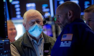 Tesla, PayPal Lift S&P 500 and Nasdaq Ahead of Big Tech Earnings