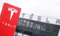 Tesla Drives Toward $1 Trillion Club on Record Hertz Order