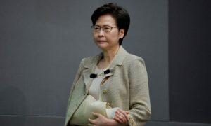 Hong Kong to Tighten COVID-19 Rules, Hopes China Reopens