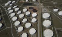 Oil Prices Edge Lower, Still Close to Highs on Short Supply