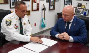 Florida Sheriff Smashes Jail Inmates' Post Card Meth-Smuggling Operation
