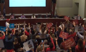 Parents Urge Loudoun County School Board, Superintendent to Resign Over 'Bombshell' Email