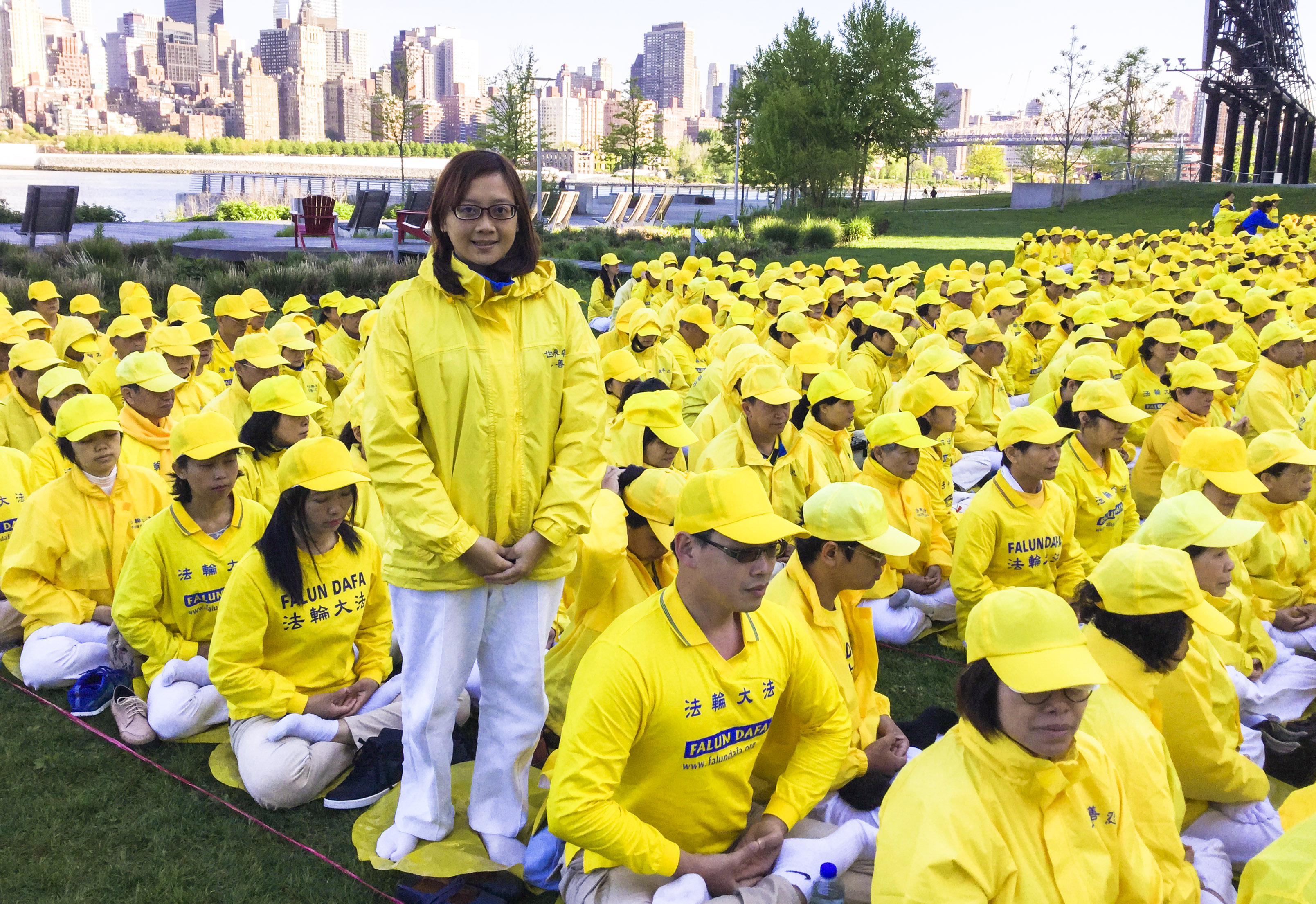 Li Yi-jing, a Falun Gong practitioner from Taiwan, participates in a character formation event at Gantry Plaza State Park on May 12, 2016. (Frank Fang/Epoch Times)