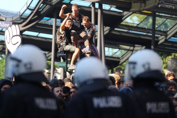 Protesters shout at the front of the German riot police during demonstrations at the G20 summit in Hamburg, Germany, July 8, 2017. (Reuters/Kai Pfaffenbach)