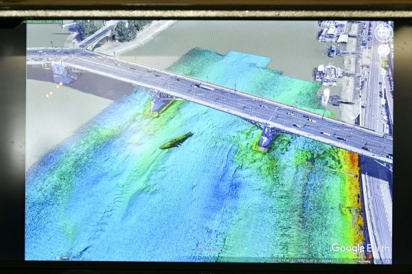A GoogleEarth image combined with a sonar image of the sunk boat