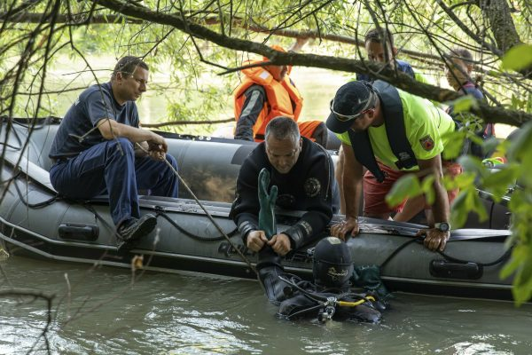 A diver takes part in the search operations in the River Danube