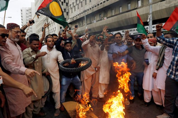 Supporters of Pakistan People's Party (PPP) burn tyres and chant slogans to condemn the arrest of former president Asif Ali Zardari by National Accountability Court (NAB) in Islamabad, during a protest in Karachi, Pakistan, on June 10, 2019. (Akhtar Soomro/REUTERS)