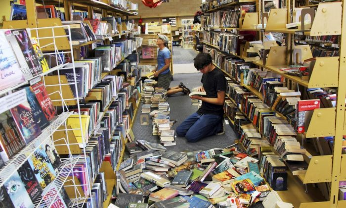 Volunteers assist with cleanup at the Ridgecrest, Calif., branch of the Kern County Library on Friday, July 5, 2019. (Jessica Weston/Daily Independent via AP)