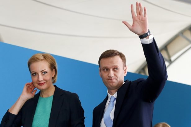 Russian opposition leader Alexei Navalny and his wife Yulia